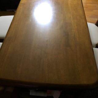 4人の食卓テーブルです。値下げしました。さらに値下げしました。