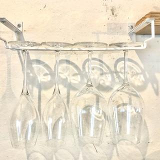 両サイドから取り出せるワイングラスホルダー