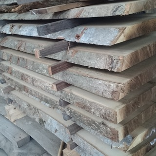 朴、栗、桜、ナラ、クヌギ、スギ、ヒノキなどの板材、受注生産…