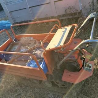 運搬機と草刈機 − 山梨県