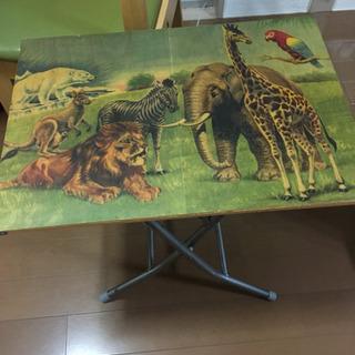 文化屋雑貨店のテーブル