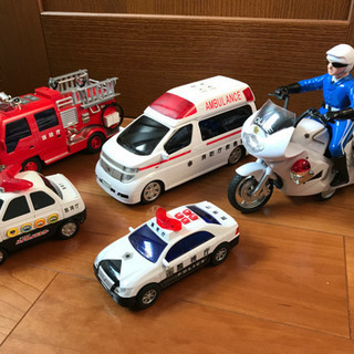 音が鳴る 消防車 救急車 ポリスバイク パトカー