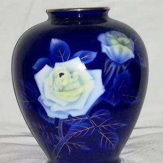 ★値下げしました / 高級陶磁器/深川製磁の鮮やかな瑠璃色に白薔...