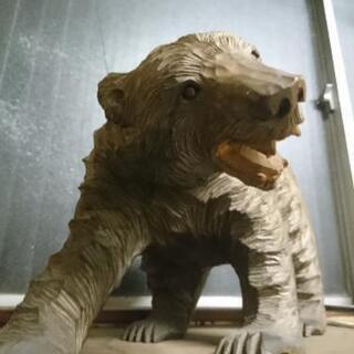 🐻迫力のある一刀彫り熊