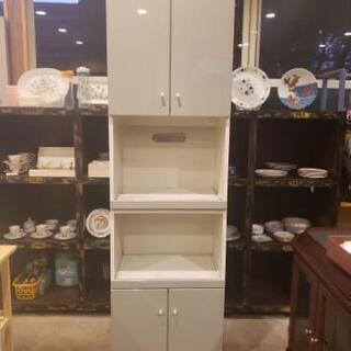 グレー×白 レンジ台付き食器棚の画像