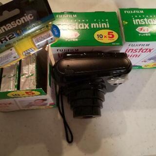 古いチェキとフィルム、電池
