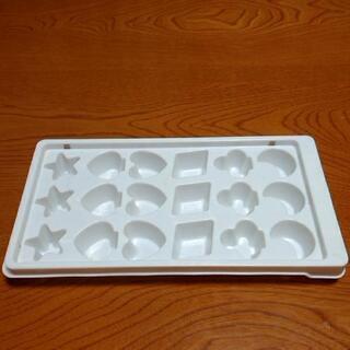 製氷皿・タッパー・ボール・茶壺 あげます