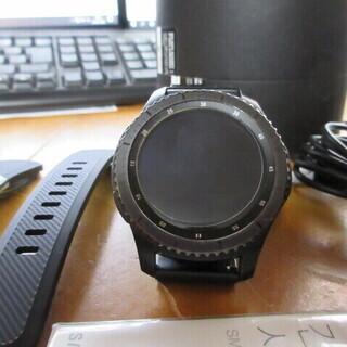 携帯とリンクする時計です。 SAMSUNG Gear S3 fr...