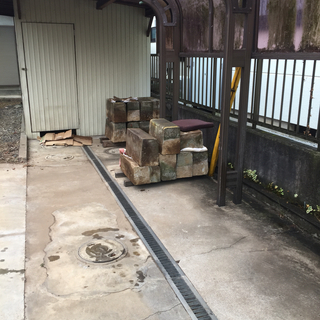 飛石、敷石、コンクリートブロック、タイヤ止め、侵入防止などに