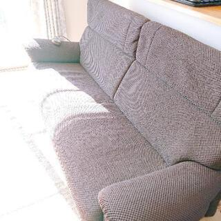 カリモク スピーカーパワービート内蔵 三人用ソファー