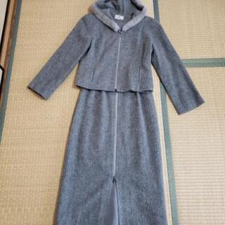 エムズグレイシーのファーフード付きスーツ