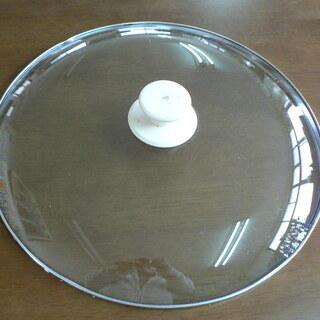 ガラス製の大きな蓋(直径40cm)差し上げます。