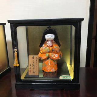 ケース入り日本人形