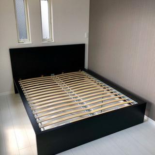 クィーンサイズベッド