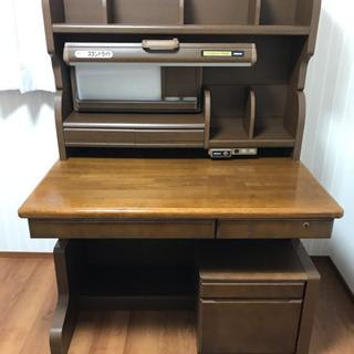 コクヨの学習机です。
