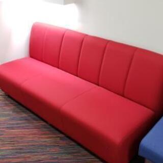 美品☆綺麗な赤の3人掛けのソファー☆早い者勝ち価格で!