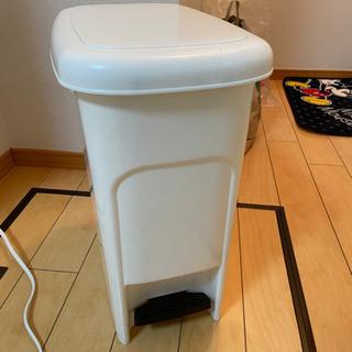 フタ付きゴミ箱