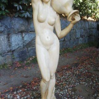 女性の彫刻  石膏 高さ1mほど
