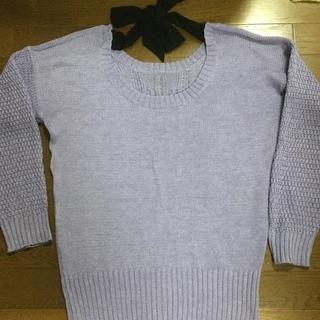 薄紫色薄手のセーター