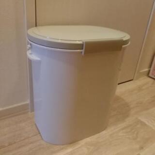 密封型ゴミ箱 11L
