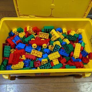 LEGO Duploブロックx368、およびストレージバス