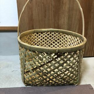 手づくりの竹籠
