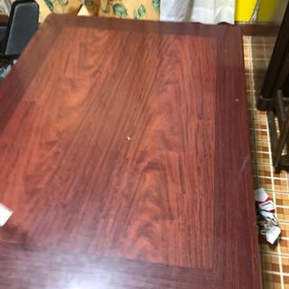 しっかりしたテーブル