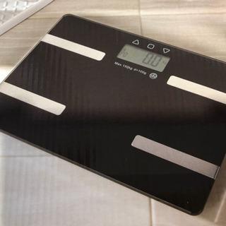 【新品】コンパクト 薄型スマートな高機能体重計 ピアノブラック