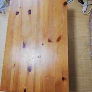 折りたたみできるローテーブル