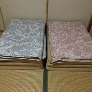 敷布団2枚、敷きマットレス2つ、毛布1枚