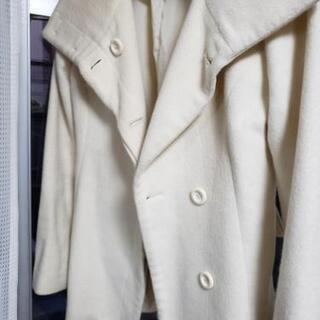 冬用のノーカラーのコート 白色。 9号 9000円でライムストー...