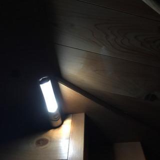 玄関や廊下の足元灯に!LED人感センサーライト④  中古使用品です。