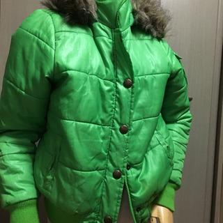 ファー付き 緑色のジャケット