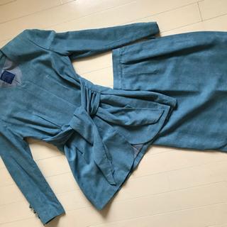 ブルーのスーツ