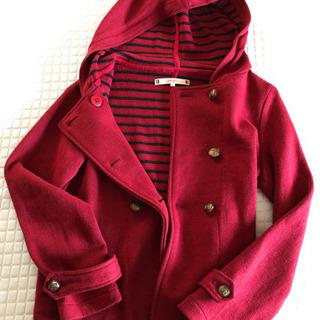 赤い上着です。