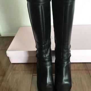 Dianaのブーツ