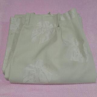 ☆洗濯済中古カーテン格安淡いグリーンカラー落ち着いたベージュ葉柄入り