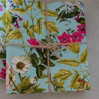 きれいな花柄の布地 1メートル 新品
