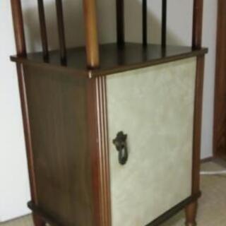 昭和レトロな電話台