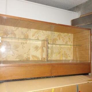 年代物のガラス違い棚