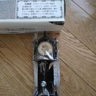 アクセサリーの柱時計