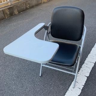 ☆簡易机付き 折りたたみ椅子 1脚¥550☆