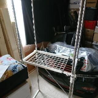 洗濯機を囲って上に物が置けるラック