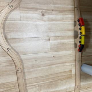 木製 電車とレールセットの画像