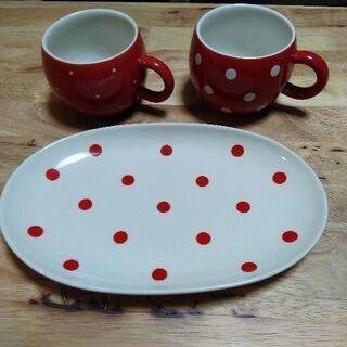 ドットのお皿とカップのセット