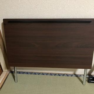差し上げますパソコンテーブル、組み立て式、65cm x 40cm
