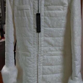 新品 セシルマクビー 白のコート