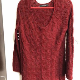 ワインレッドのセーター