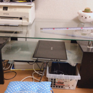 ガラステーブル、テレビ、プリンター