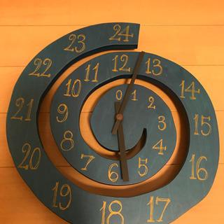 掛け時計 渦巻 緑 芸術家 木製